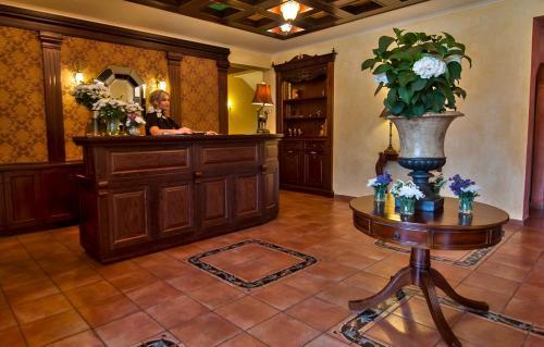 The lobby or reception area at Hotel Doupiani House