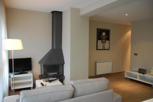 Una televisión o centro de entretenimiento en Montseny Suites & Apartments