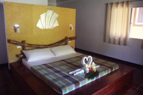 A bed or beds in a room at La Natura Resort