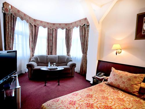 A seating area at Hotel Tumski