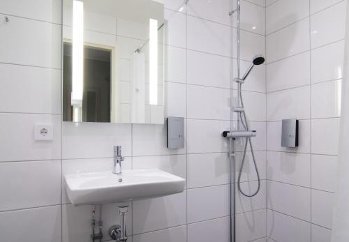 Ett badrum på Hotel Bishops Arms Piteå