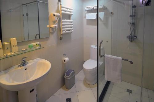 A bathroom at Platinum Hotel Ulaanbaatar