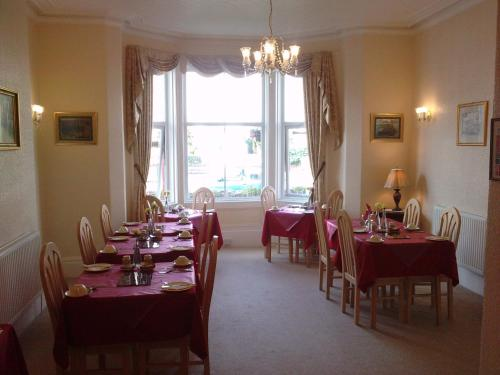A restaurant or other place to eat at Ascot House (Adults only)