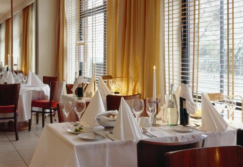 Ein Restaurant oder anderes Speiselokal in der Unterkunft relexa hotel Stuttgarter Hof