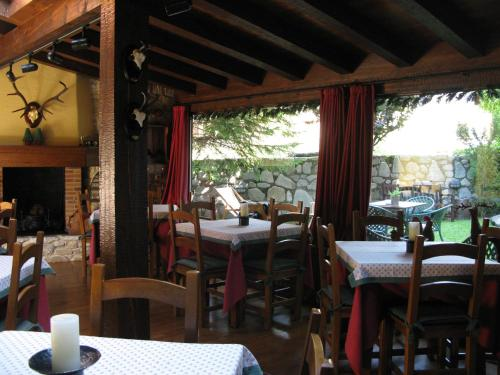 A restaurant or other place to eat at Besiberri