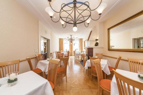 Ein Restaurant oder anderes Speiselokal in der Unterkunft Novum Hotel Bremer Haus