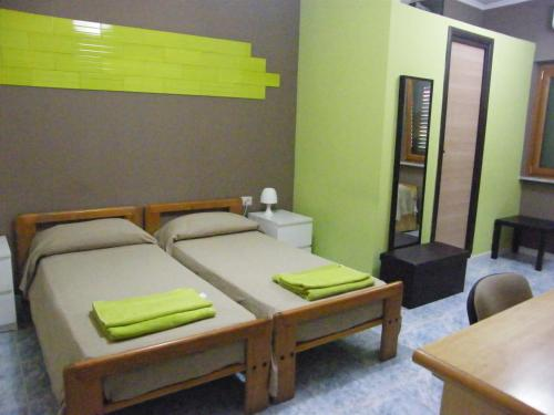 A bed or beds in a room at Alborada B&B