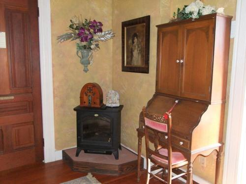 A television and/or entertainment center at Robin's Nest Bed & Breakfast
