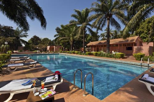 The swimming pool at or near Dunia Hôtel Bissau