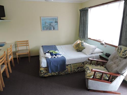 A bed or beds in a room at Pacific Motor Inn