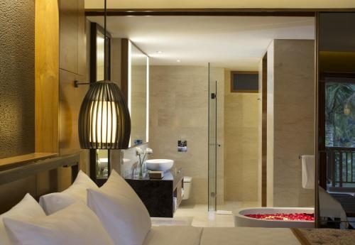 A bathroom at Padma Resort Ubud
