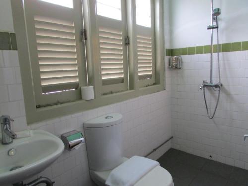 Ein Badezimmer in der Unterkunft Kam Leng Hotel (SG Clean)