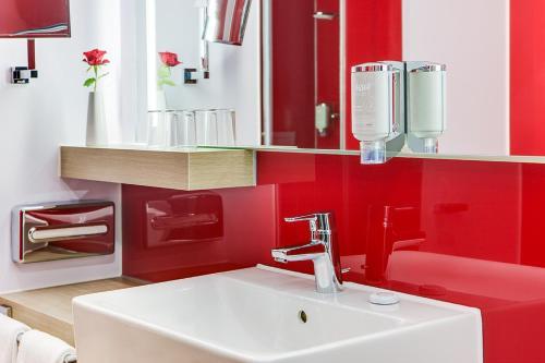 Een badkamer bij IntercityHotel Enschede