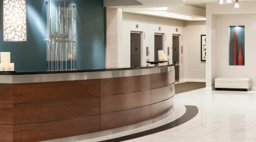 The lobby or reception area at Hilton Garden Inn Denver Downtown
