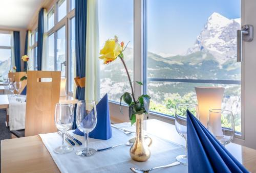 A restaurant or other place to eat at Hotel Alpina