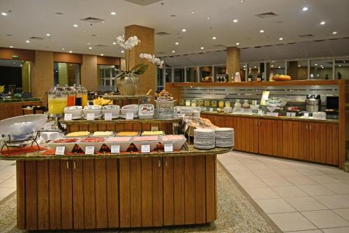 Um restaurante ou outro lugar para comer em Hotel Deville Prime Porto Alegre