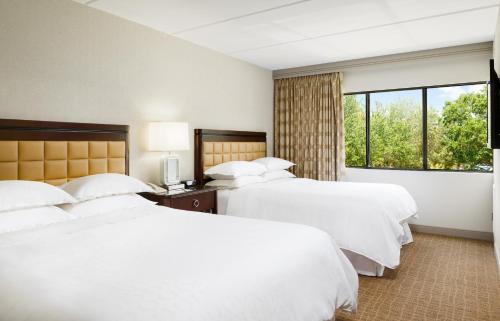 A bed or beds in a room at Sheraton Suites Orlando Airport Hotel