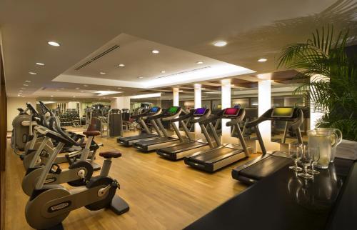 Das Fitnesscenter und/oder die Fitnesseinrichtungen in der Unterkunft The Fullerton Hotel Singapore (SG Clean, Staycation Approved)
