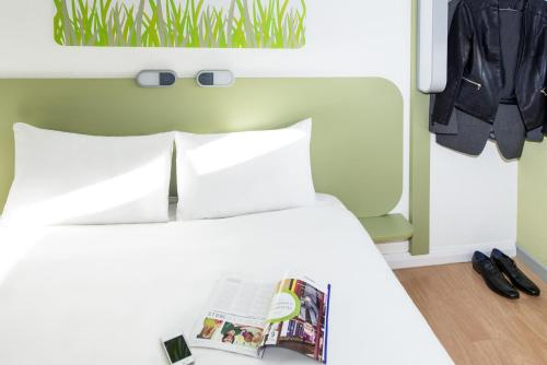 A bed or beds in a room at ibis budget Sheffield Arena