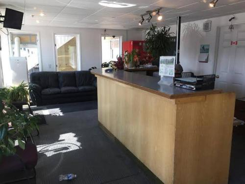 The lobby or reception area at Northern Lites Motel