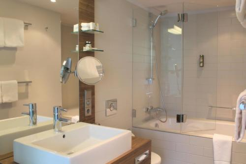 A bathroom at Hotel Stadtpalais
