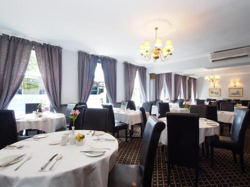 A restaurant or other place to eat at The Chatsworth Hotel