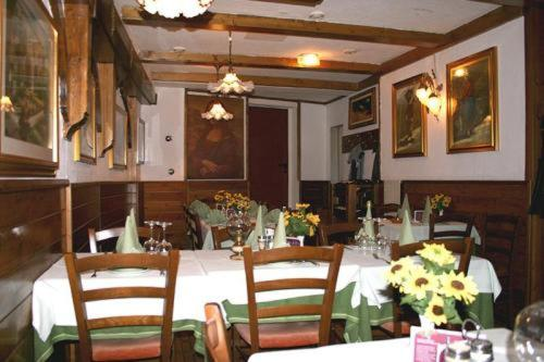 A restaurant or other place to eat at Hotel Regent