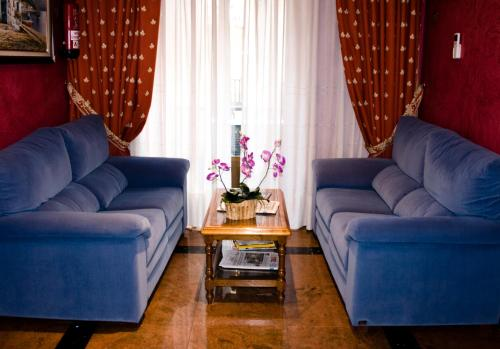 A seating area at Hostal Centro Sol
