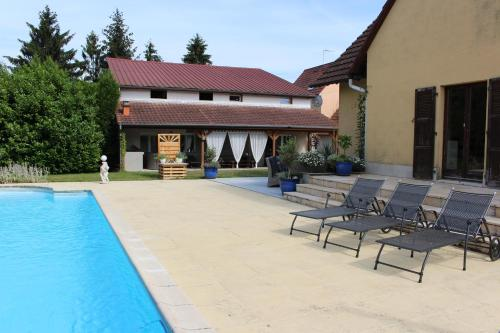 The swimming pool at or near Appartement Studio Agrita