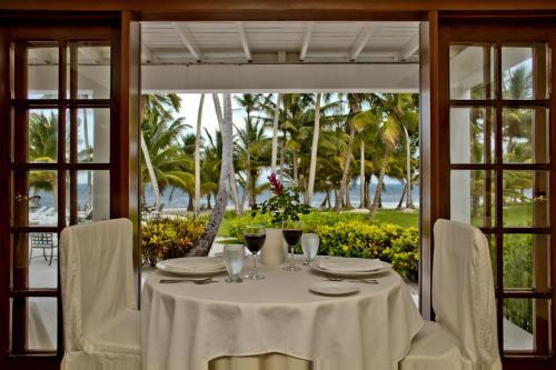 Ein Restaurant oder anderes Speiselokal in der Unterkunft Victoria House Resort & Spa