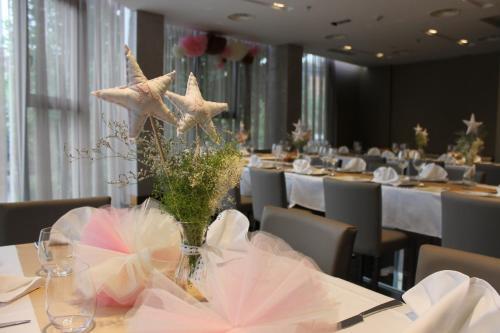 Un restaurante o sitio para comer en Hotel Santa Eulalia