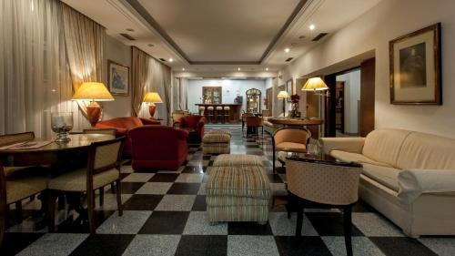 The lobby or reception area at Hotel Metropole