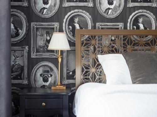Łóżko lub łóżka w pokoju w obiekcie Too-good