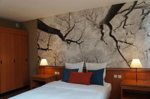A bed or beds in a room at Escale Hotel