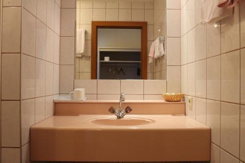A bathroom at Hotel Wasserpalast
