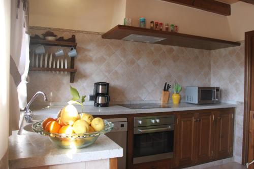 A kitchen or kitchenette at Villa Ana
