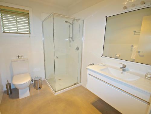 A bathroom at Port Arthur Villas