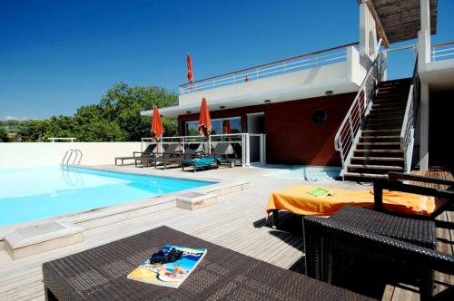 The swimming pool at or close to Odalys City Antibes Olympe