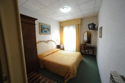 A bed or beds in a room at Hotel Villa Kinzica