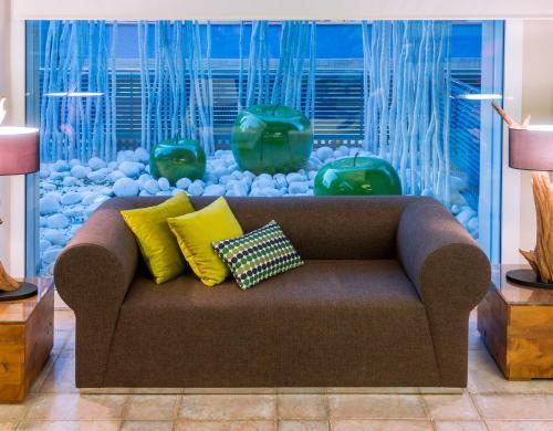 Een zitgedeelte bij Hotel Kaktus Playa