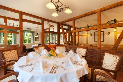 A restaurant or other place to eat at Morada Hotel Isetal