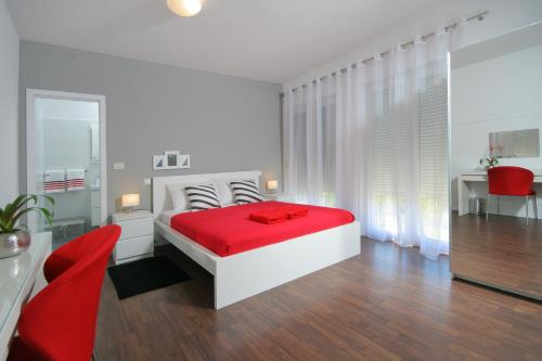 A bed or beds in a room at Charm Apartments And Rooms