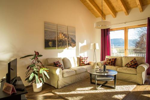 Ein Sitzbereich in der Unterkunft Ferienwohnung Dormettinger Lindenhof