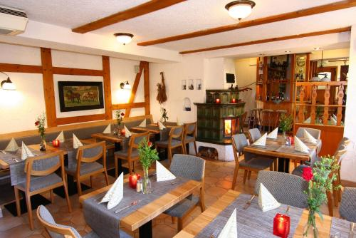 Ein Restaurant oder anderes Speiselokal in der Unterkunft Hotel Wenzels Hof