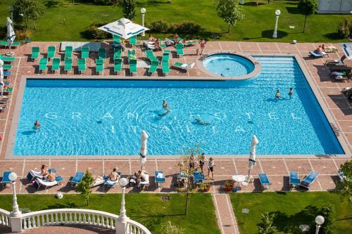 Grand Hotel Italiaの敷地内または近くにあるプールの景色