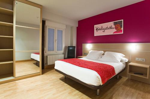 A bed or beds in a room at Pensión Arriaga