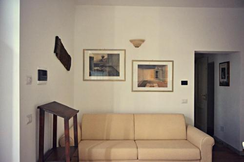 A seating area at B&B A Casa Dell'Iside