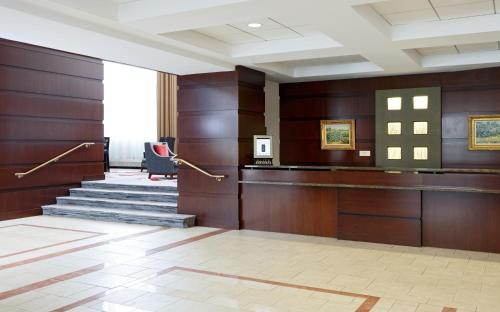 The lobby or reception area at College Park Marriott Hotel & Conference Center