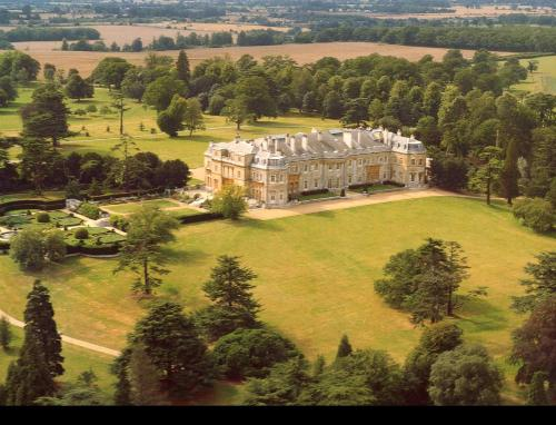 A bird's-eye view of Luton Hoo Hotel, Golf and Spa
