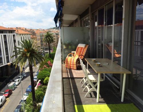 A balcony or terrace at Grand Studio Style Loft, Carré d'Or